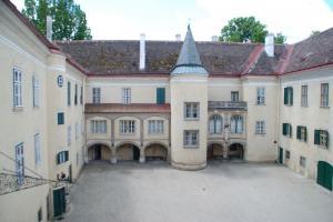 Schlosshof Schloss Sierndorf